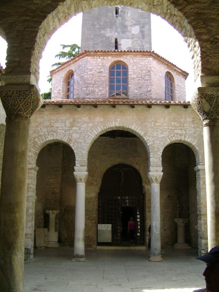 Вход в Евфразиеву базилику