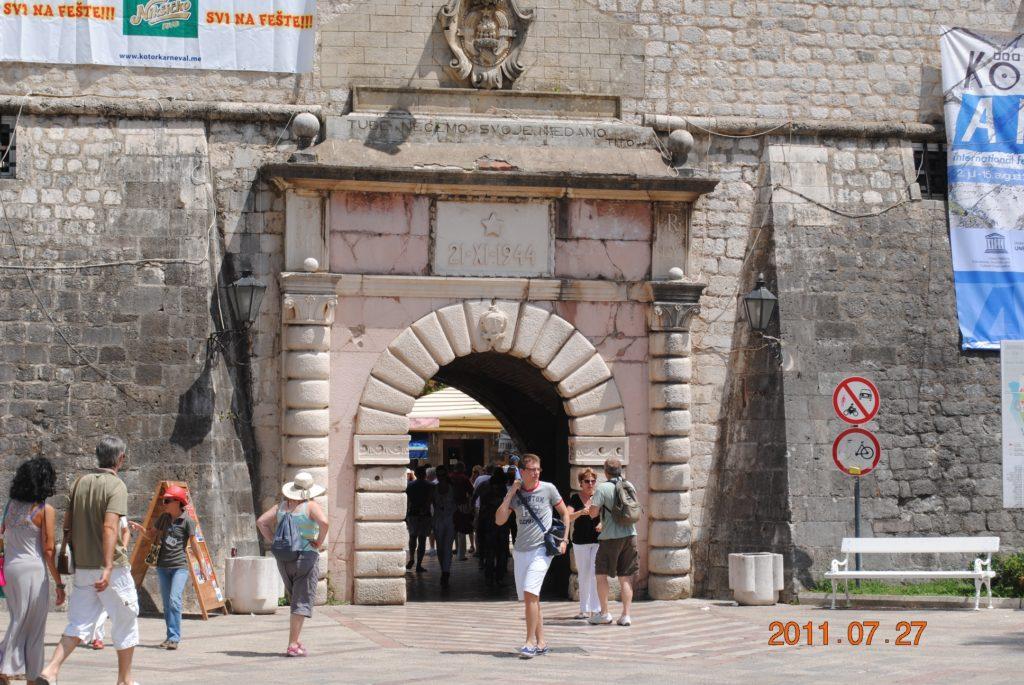 Вход в старую часть города Котор