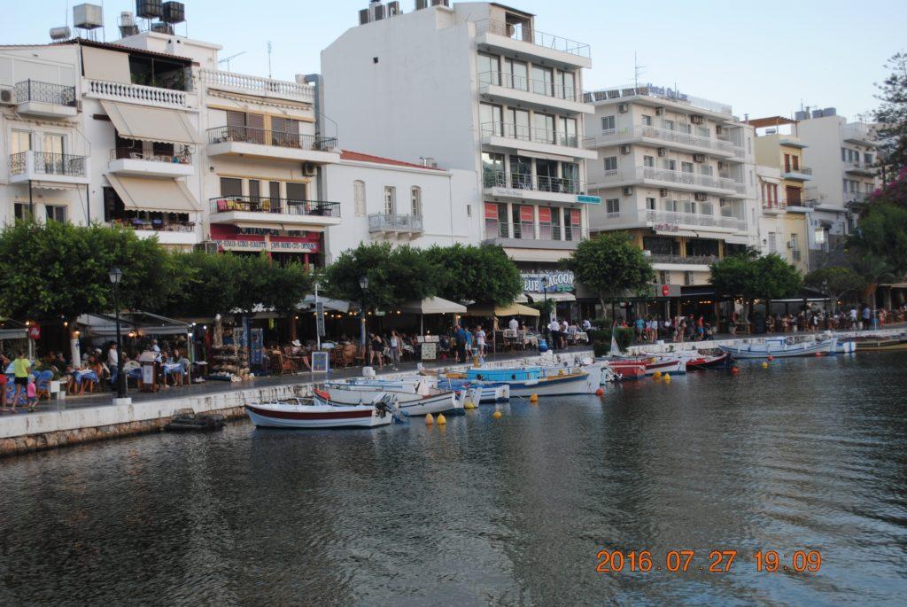 Агиос Николаос часто называют Венецией Крита