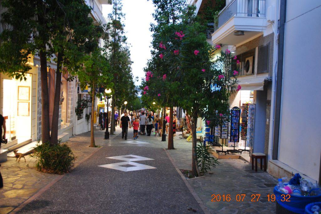 Одна из пешеходных улиц города